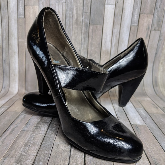 the cheapest available reliable quality Jaclyn Smith Shoes | Black Kitten Heel Size 5 | Poshmark